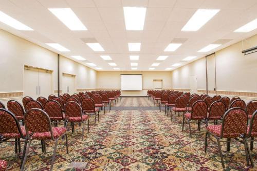 Ramada Conference Center - Edgewood Photo