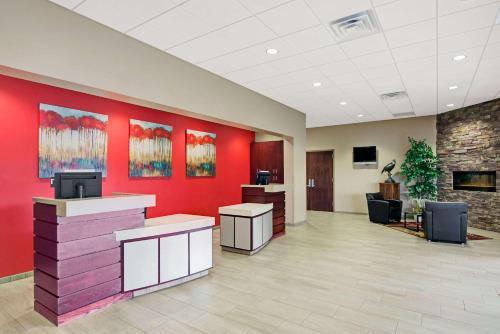 Ramada Columbus Hotel and Conference Center Photo