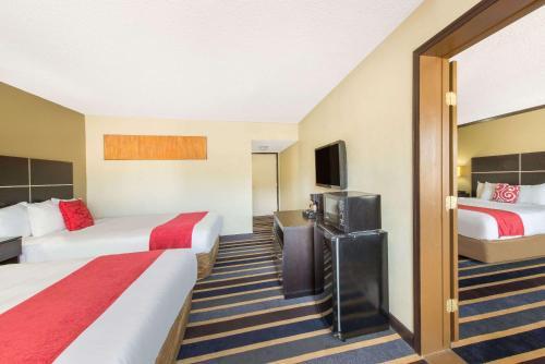 Ramada Hotel East Albuquerque Photo