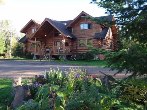 Superior Gateway Lodge Organic Bed And Breakfast - Two Harbors, MN 55616