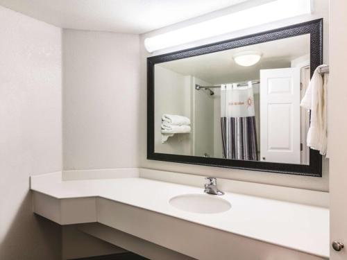 La Quinta Inn & Suites Tampa USF Photo