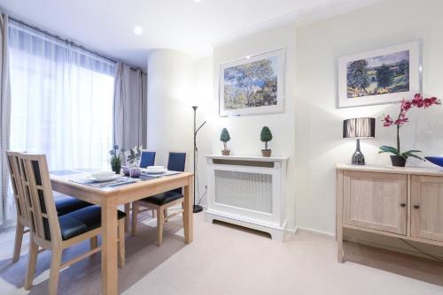 Point West South Kensington Apartment photo 3