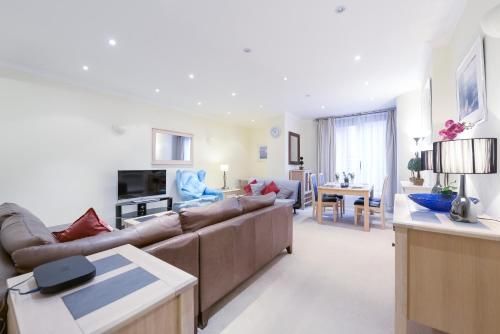Point West South Kensington Apartment photo 6