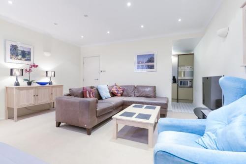 Point West South Kensington Apartment photo 7