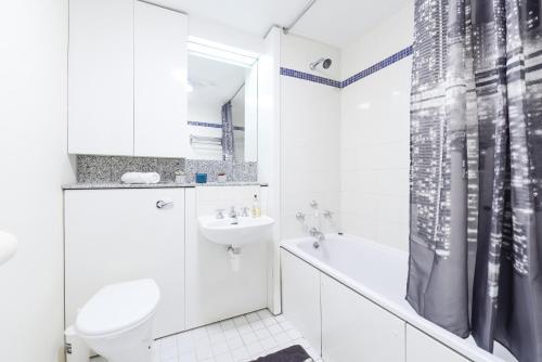 Point West South Kensington Apartment photo 8
