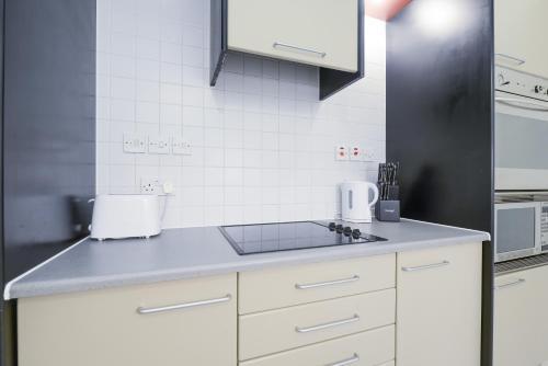 Point West South Kensington Apartment photo 9