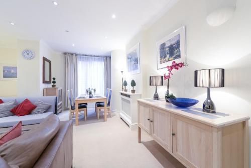 Point West South Kensington Apartment photo 10