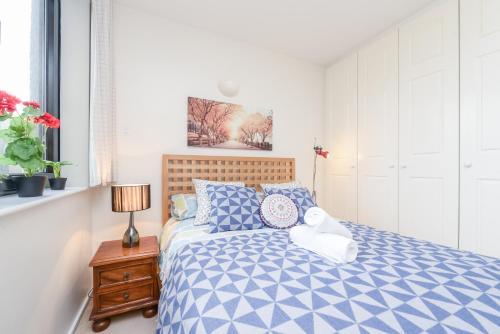 Point West South Kensington Apartment photo 11