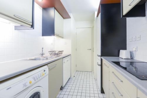 Point West South Kensington Apartment photo 17