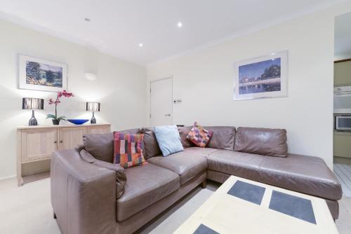 Point West South Kensington Apartment photo 18