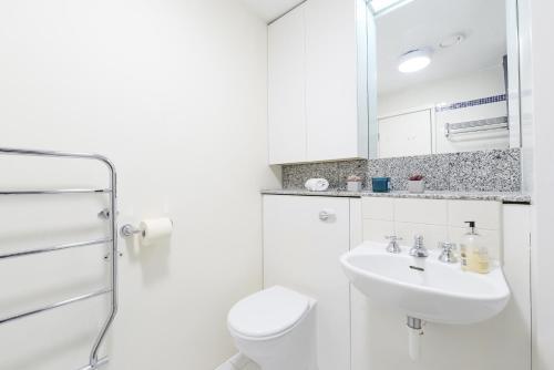 Point West South Kensington Apartment photo 19