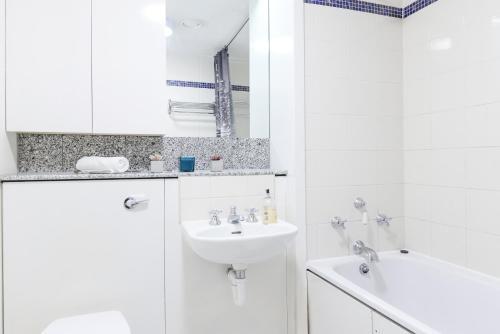Point West South Kensington Apartment photo 21