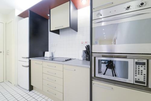 Point West South Kensington Apartment photo 23