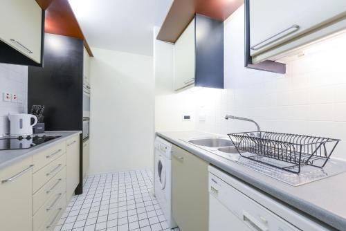 Point West South Kensington Apartment photo 24