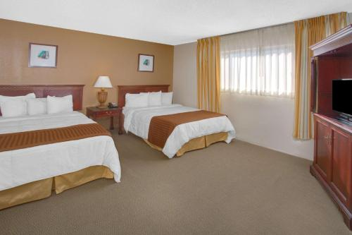 Travelodge Inn and Suites Yucca Valley/Joshua Tree National Park Photo