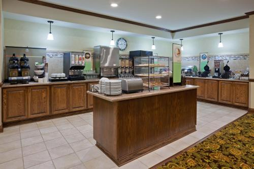Country Inn & Suites By Radisson Minot Nd
