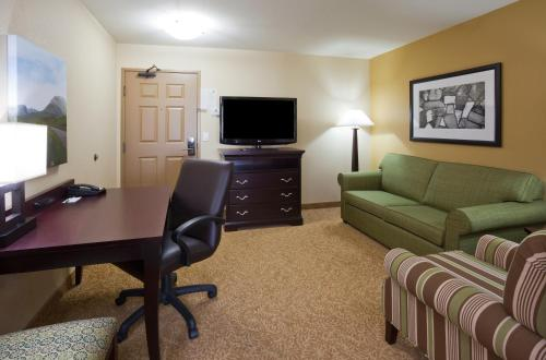 Country Inn & Suites by Radisson, Minot, ND Photo