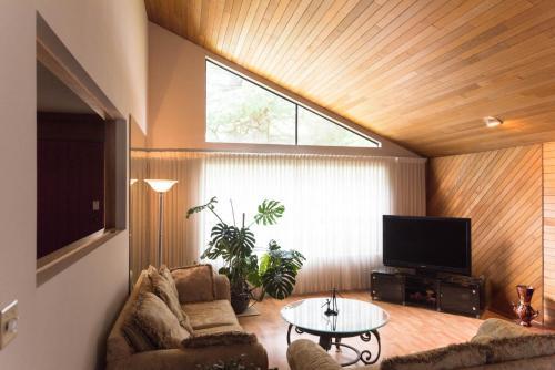 Thormanby House - Richmond, BC V7C 4G4