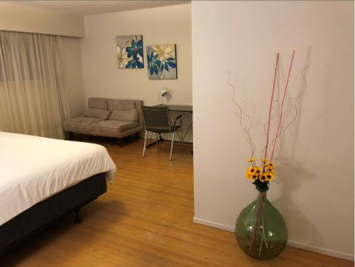 Cambie Suites - Vancouver, BC V6P 1A4