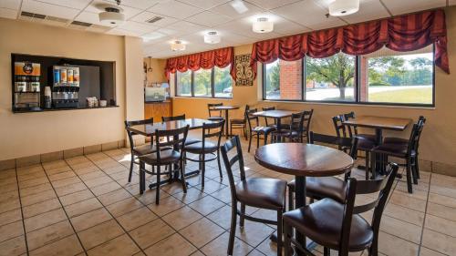 Best Western Plus Caldwell Inn - Caldwell, OH 43724