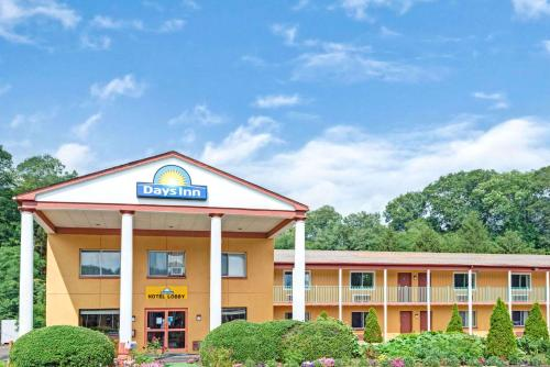 Days Inn and Conference Center Branford Photo