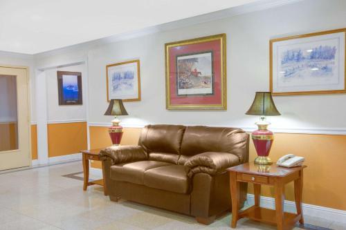 Days Inn Mount Hope Photo