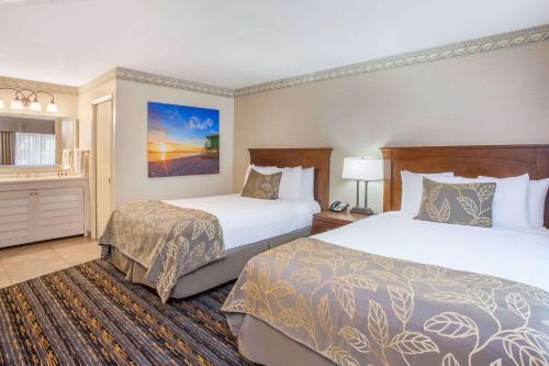 Days Inn San Diego Hotel Circle Near SeaWorld Photo