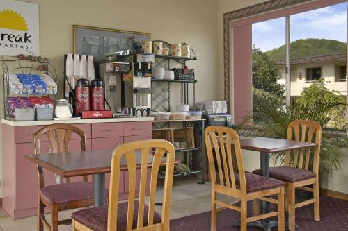 Days Inn By Wyndham Oak Ridge Knoxville