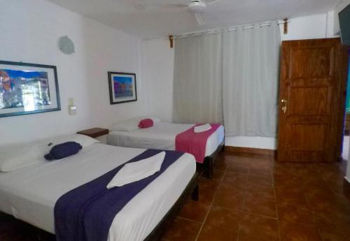 Hotel Mayflower Photo