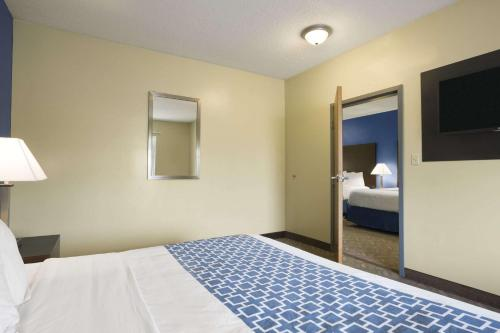 Days Inn & Suites Cherry Hill - Philadelphia Photo