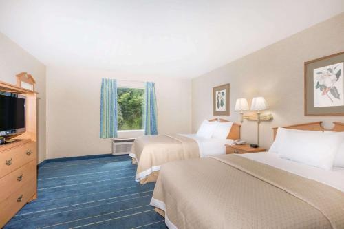 Days Inn & Suites Bridgeport - Clarksburg Photo