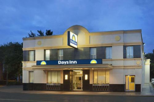 Days Inn Toronto East Beaches photo 32