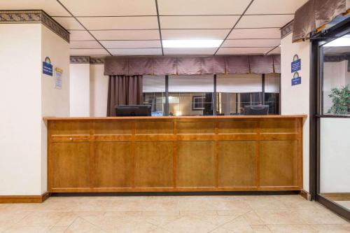 Days Inn By Wyndham Batesville - Batesville, MS 38606