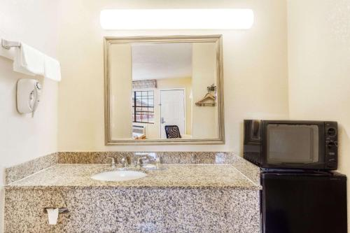 Days Inn By Wyndham Yazoo City - Yazoo City, MS 39194