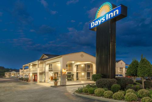 Days Inn By Wyndham Shorter - Shorter, AL 36075
