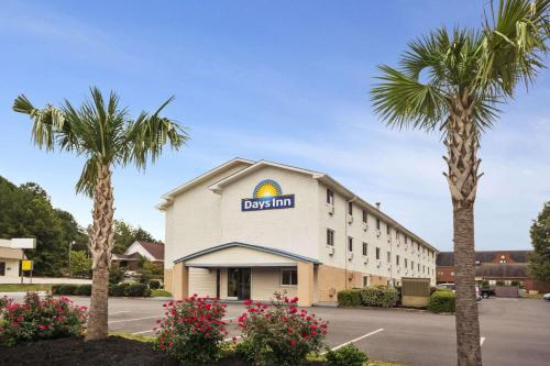 Days Inn Greenwood Photo