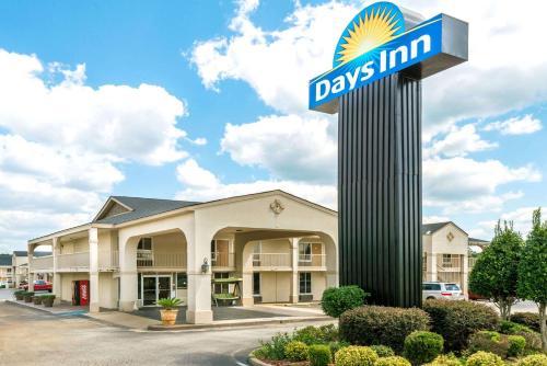 Days Inn Shorter Photo
