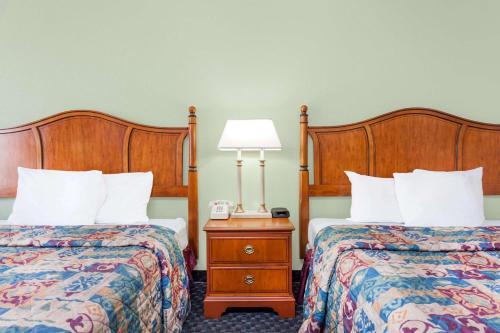 Days Inn & Suites SE Fort Jackson Photo