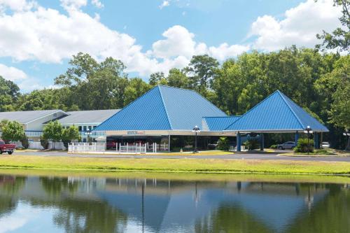 Days Inn Airport Photo