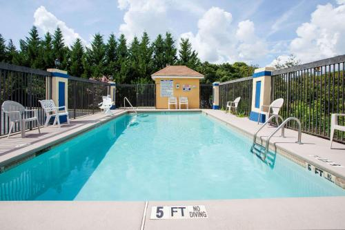 Days Inn By Wyndham Covington - Covington, GA 30014