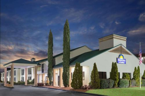 Days Inn and Suites Norcross Photo