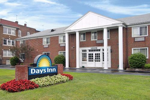 Days Inn Cleveland Lakewood Photo
