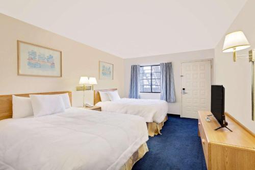 Days Inn & Suites Needles Photo
