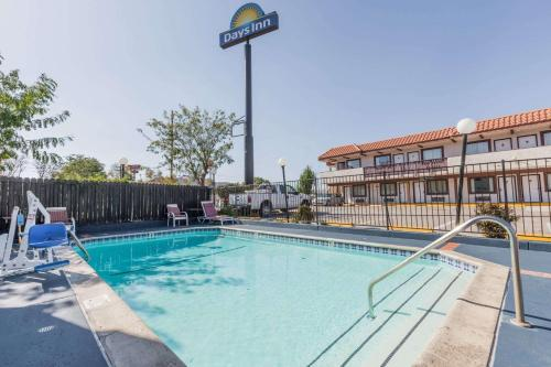 Days Inn Castaic Six Flags Magic Mountain Photo