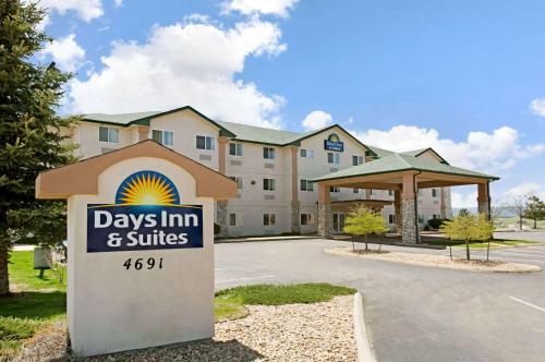 Days Inn & Suites Castle Rock Photo