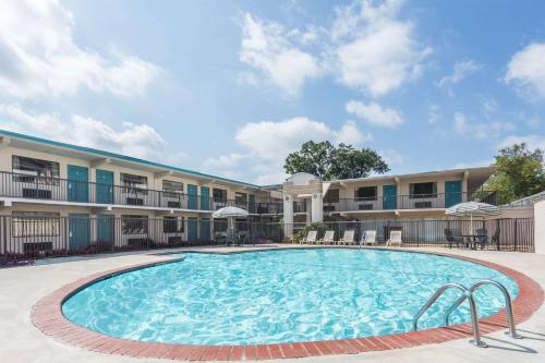 Days Inn By Wyndham Athens - Athens, GA 30601