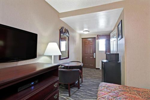 Days Inn By Wyndham Ridgefield Nj - Ridgefield, NJ 07657