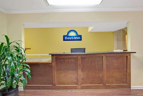 Days Inn By Wyndham Marietta White Water - Marietta, GA 30060