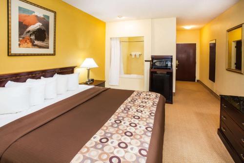 Days Inn & Suites By Wyndham Harvey / Chicago Southland - Harvey, IL 60426