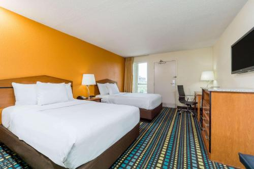 Days Inn By Wyndham Florence Cincinnati Area - Florence, KY 41042